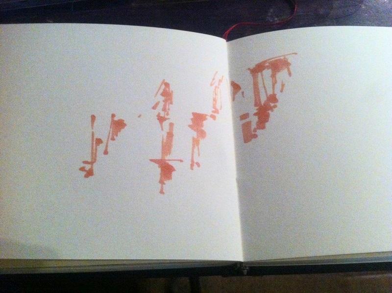 La première étape de ma peinture dans le dessin a été faite avec du rose sombre et en quelques tâches