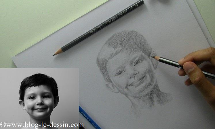 Là le regard ressort beaucoup plus dans le portrait grâce au crayon 8B.