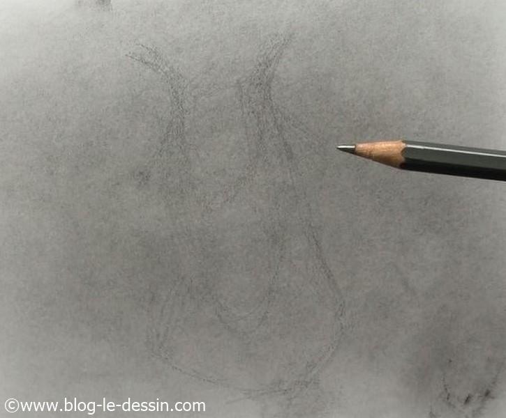 Je réalise une esquisse rapide sur le fond gris qu e j'ai créé avec ma poudre de graphite.