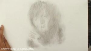 premiere etape portrait fusain femme rapide