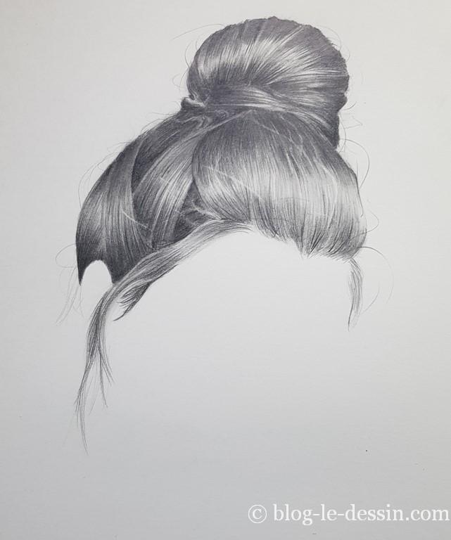 dessiner les détails des cheveux avec une gomme de précision